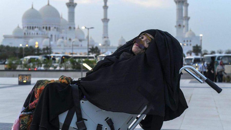 مادر فداکار اماراتی پس از ۲۷ سال از کما برخاست