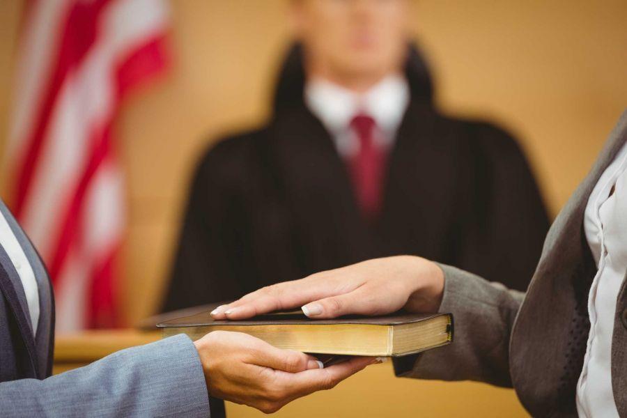 شهادت دادن در مراجع قضائی چه شرایطی دارد ؟
