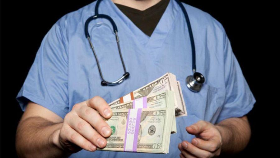 زیر میزی گرفتن پزشکان در قانون چه مجازاتی دارد ؟