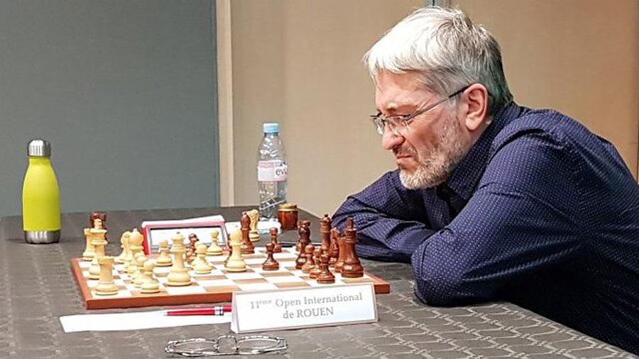 استاد بزرگ شطرنج به تقلب در توالت اعتراف کرد ! + عکس