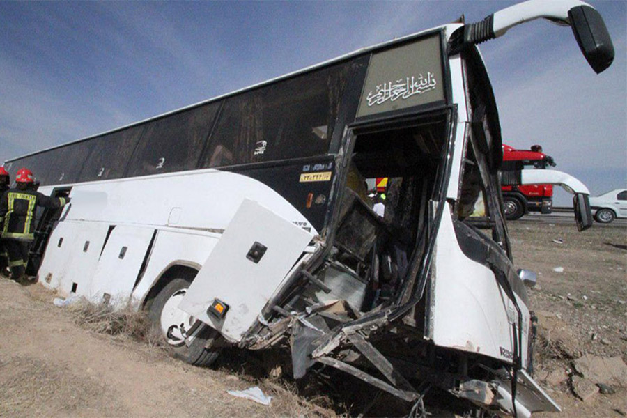 واژگونی اتوبوس محور کازرون شیراز ۱۷ نفر مجروح برجای گذاشت