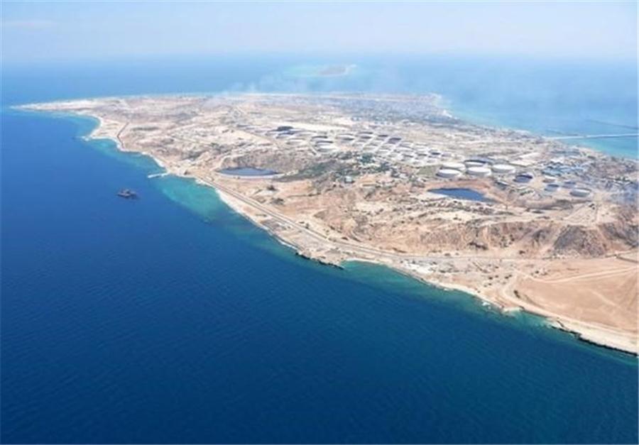 توقیف یک نفتکش حامل سوخت قاچاق در خلیج فارس
