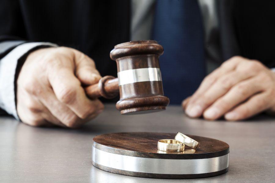 طلاق به دلیل عسر و حرج چه شرایط و قوانینی دارد ؟