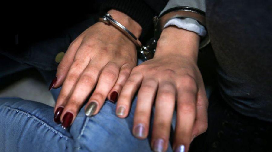 یک زن در میدان تجریش با اسلحه و شوکر دستگیر شد