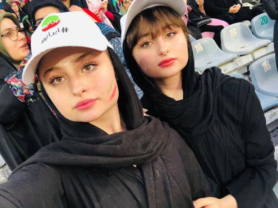 واکنش محسن تنابنده به حضور سارا و نیکا در ورزشگاه آزادی + عکس