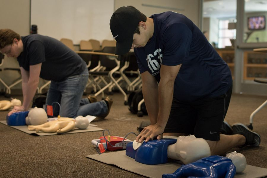 CPR چیست ؟ آموزش تصویری احیای قلبی ریوی (CPR)