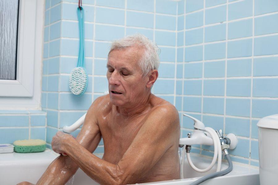 ساده ترین راهکارهای حمام سالمندان بیمار در تخت خواب