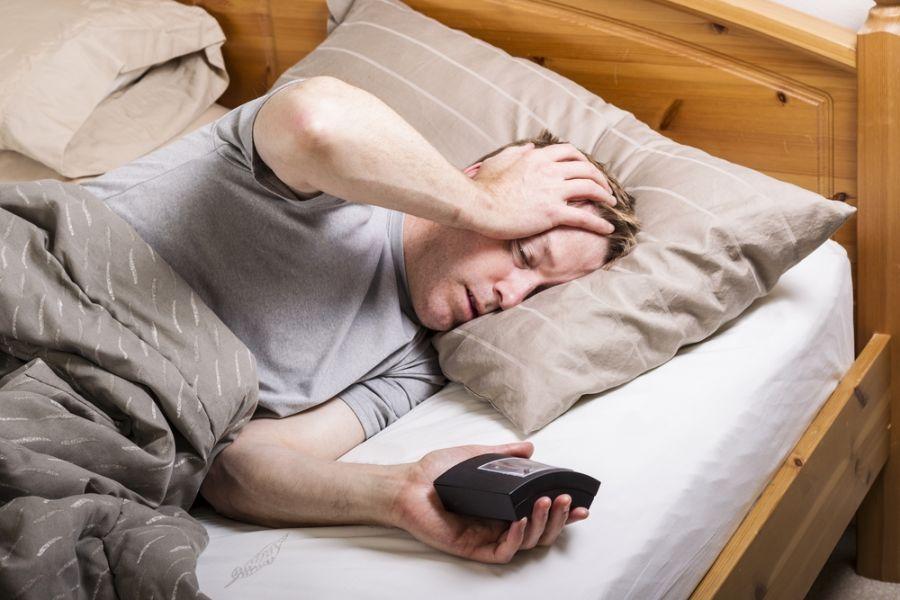 چرا نیمه شب ها از خواب بیدار می شویم ؟