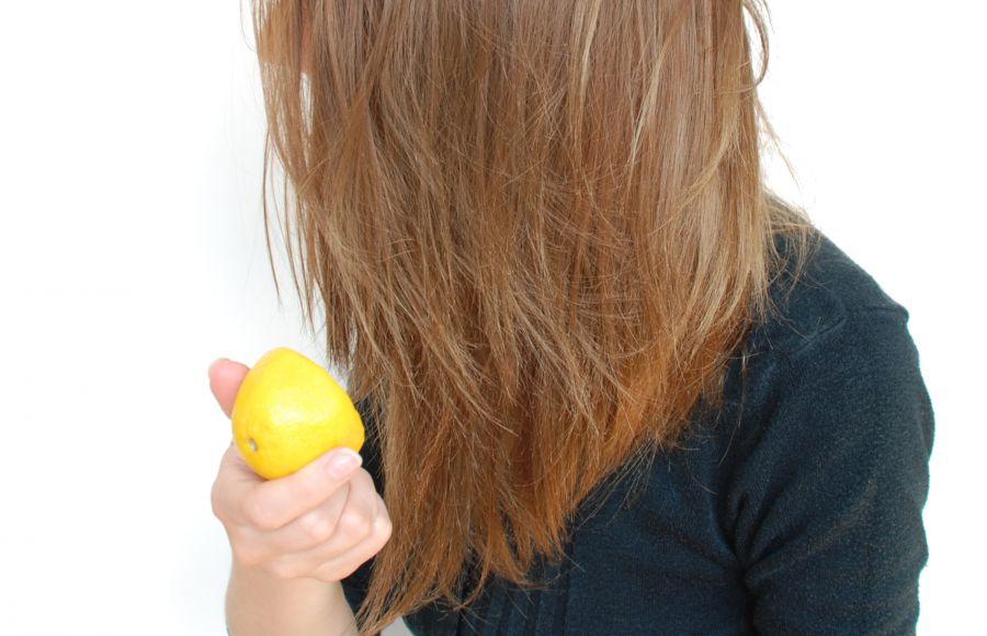 خواص لیمو برای مو | ۱۰ خاصیت شگفت انگیز آبلیمو برای مو