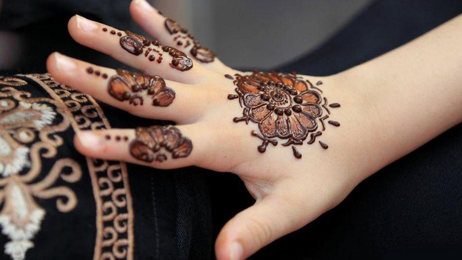 انواع طرح حنا بر روی انگشت دست
