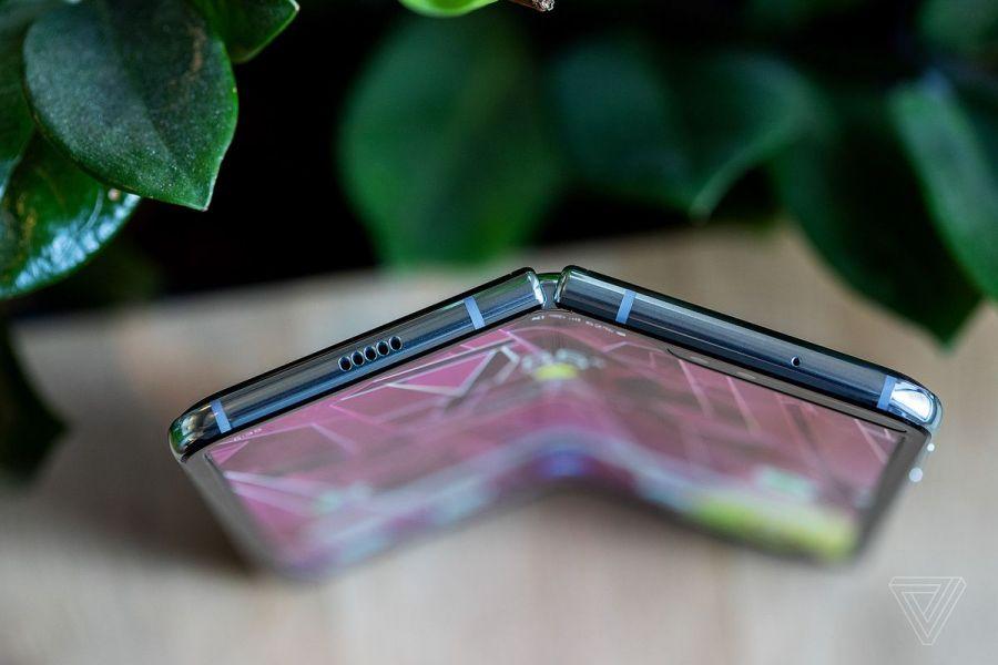 گوشی منحصر به فرد Samasung Galaxy Fold معرفی شد