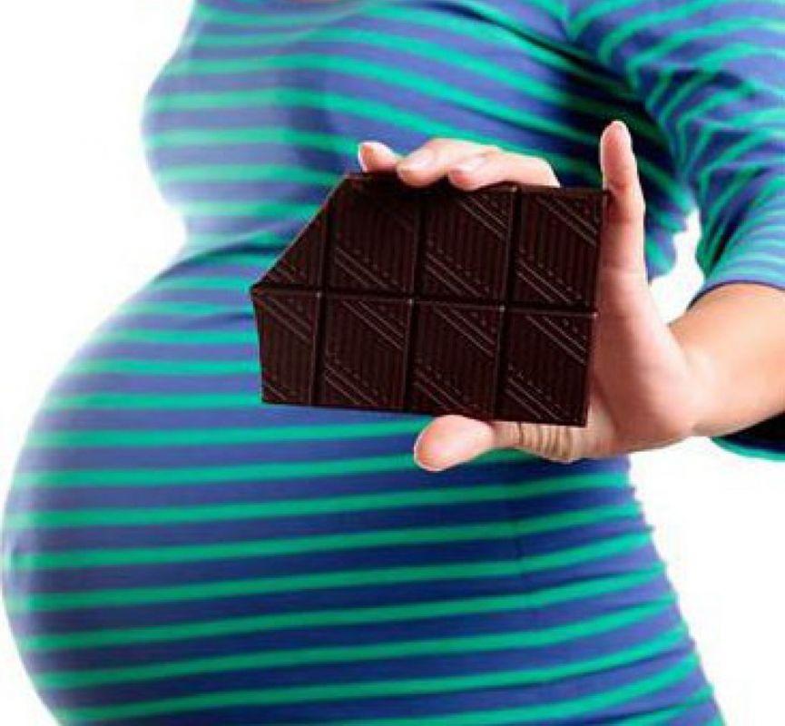 آشنایی با اثرات زیانبار مصرف شیرینی در بارداری