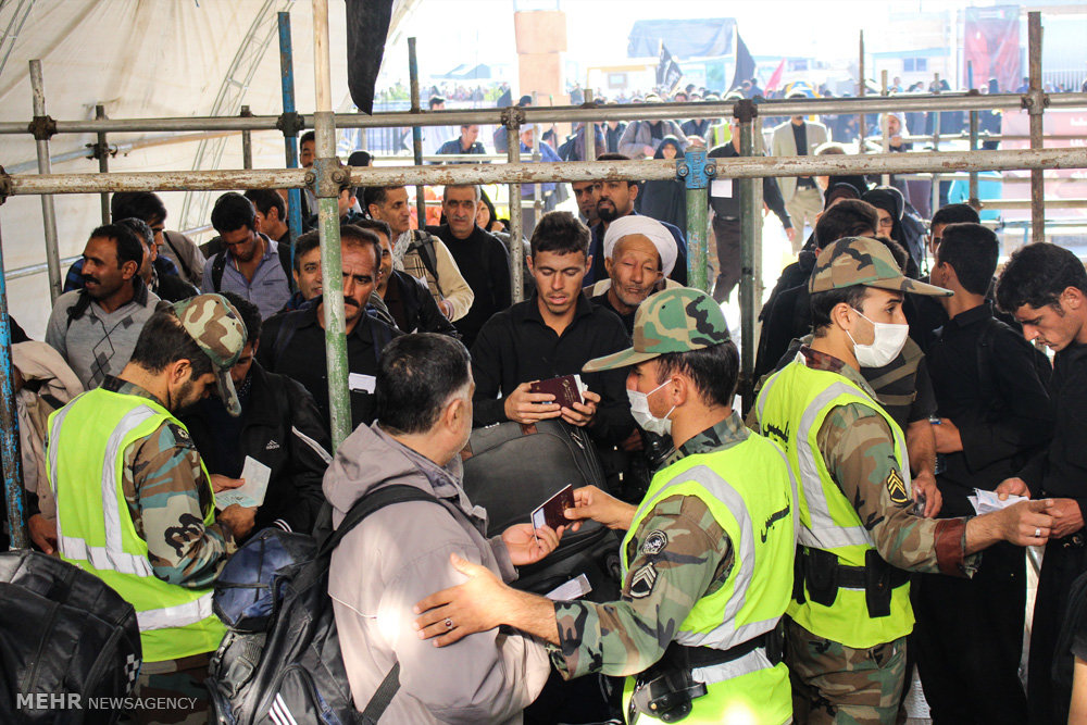 بازگشت زائران اربعین حسینی از مرز چزابه / راهپیمایی اربعین ۵۲