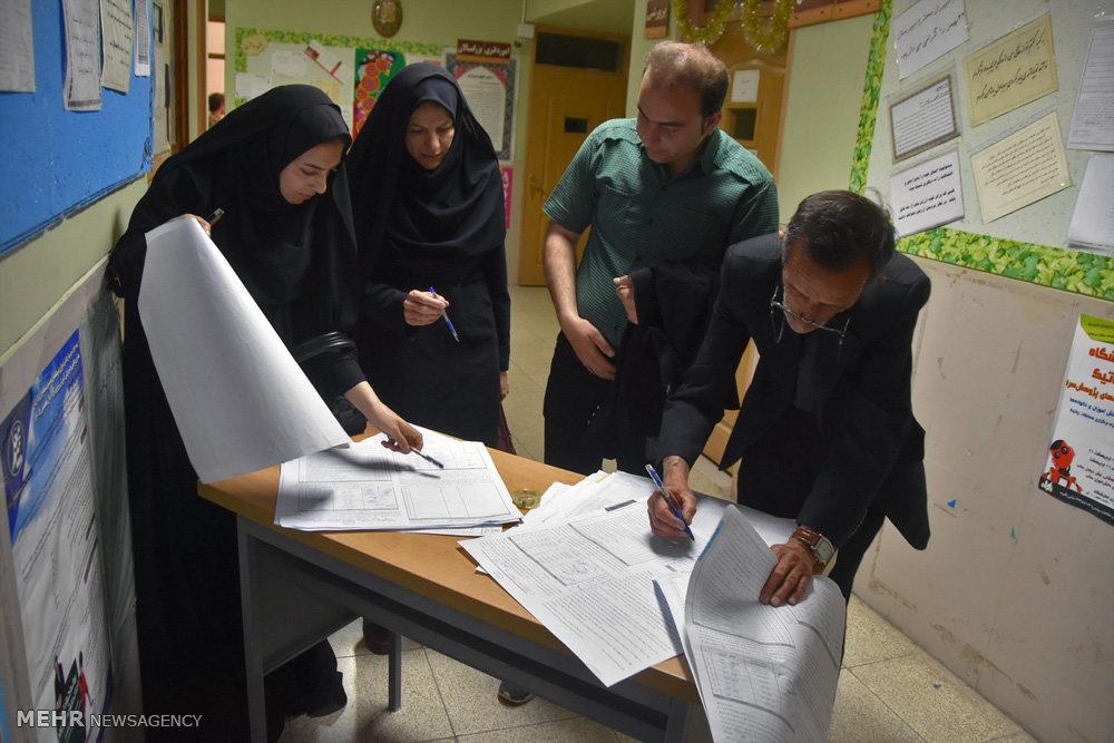 تصاویر شمارش آراء در شهرضا اصفهان