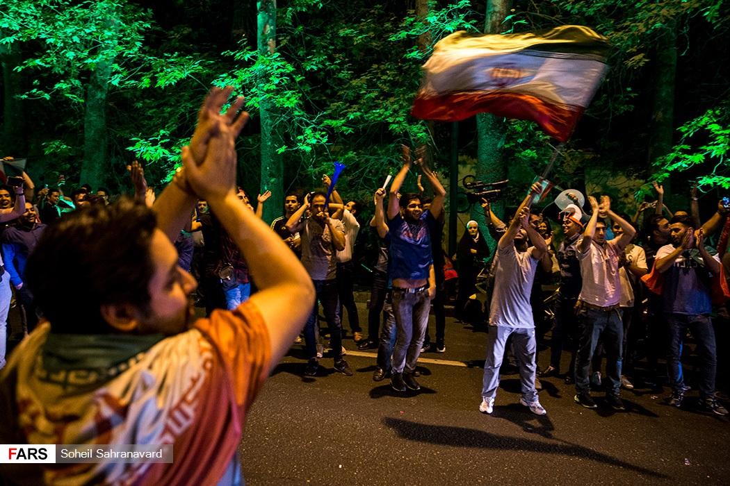 شادی مردم پس از صعود ایران به جام جهانی فوتبال