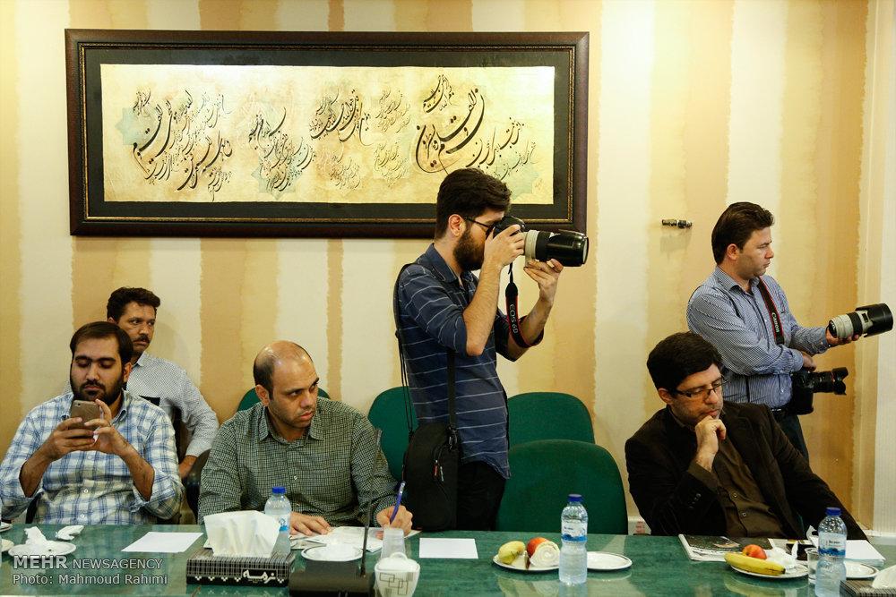 تصاویر مراسم تکریم و تجلیل از اصحاب رسانه حوزه قرآن و عترت
