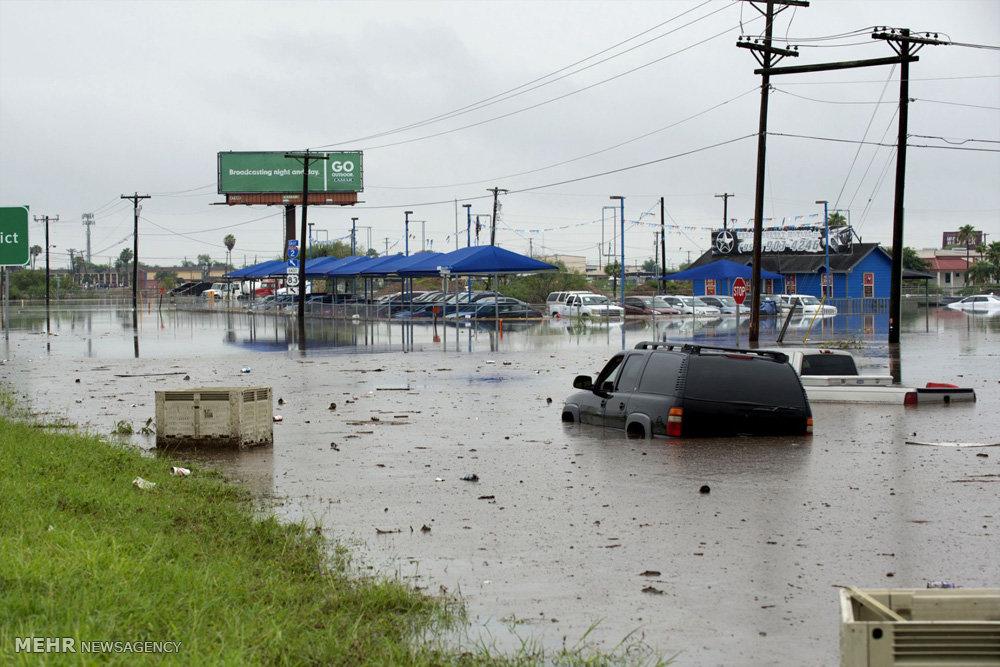 تصاویر جاری شدن سیل در تگزاس !