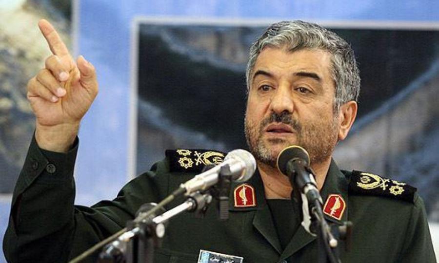 مردم ایران به مسئولان اجازه ملاقات با شیطان بزرگ را نمی دهند