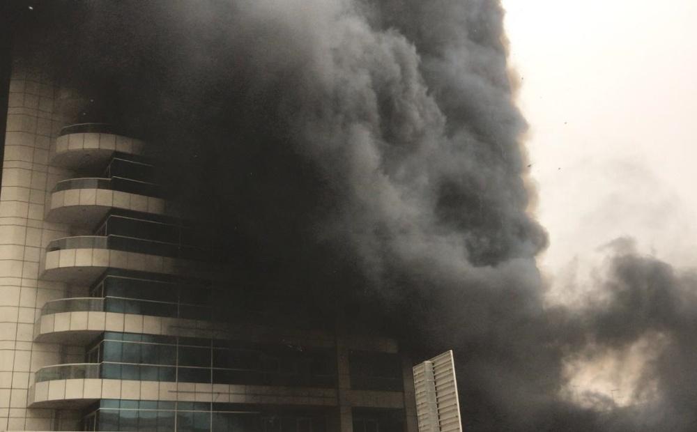 تلاش آتش نشانان به نجات بیش از 100 نفر منجر شد