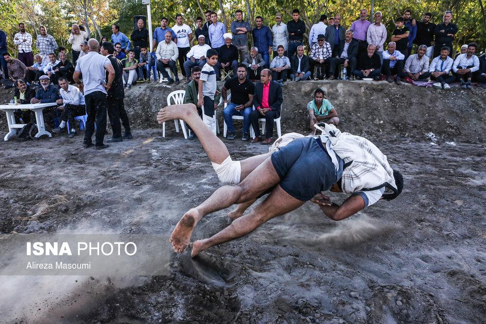 چوخه یکی از معروفترین ورزشهای محلی ایران