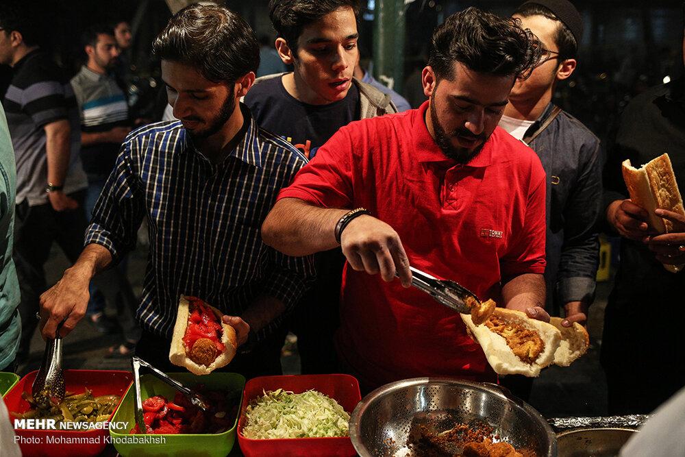 سحری خوردن در کوچه فلافلی ها تهران / تصاویر