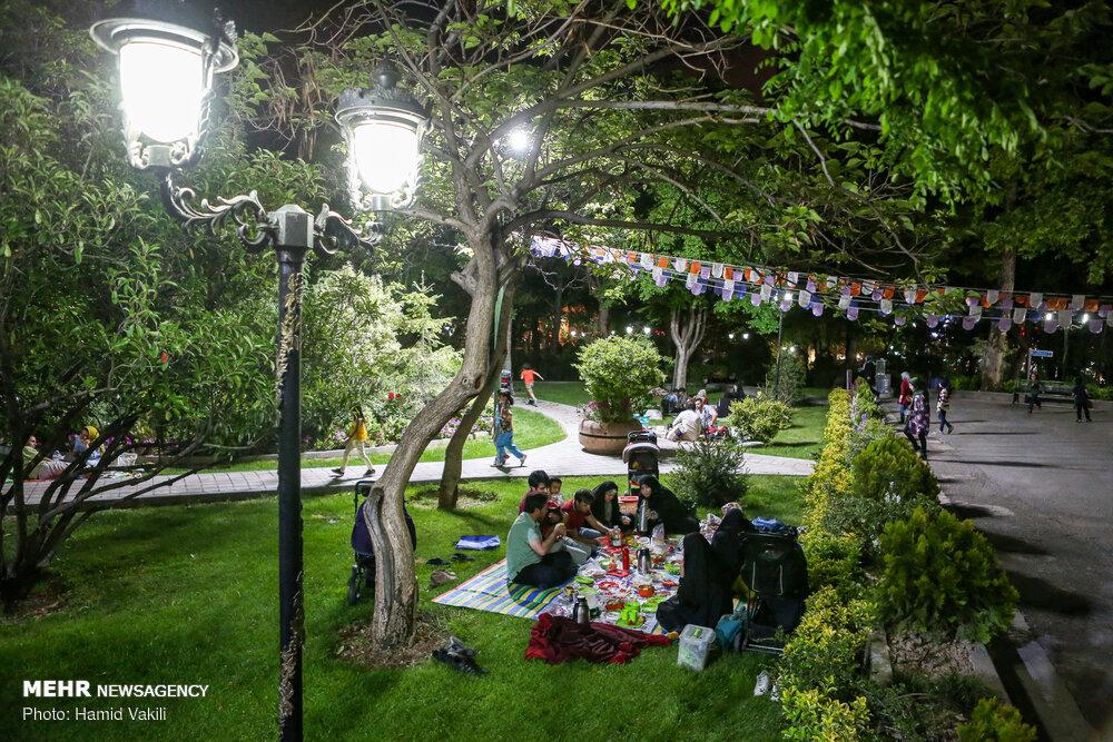 تصاویر شب های رمضان در پارک های تهران
