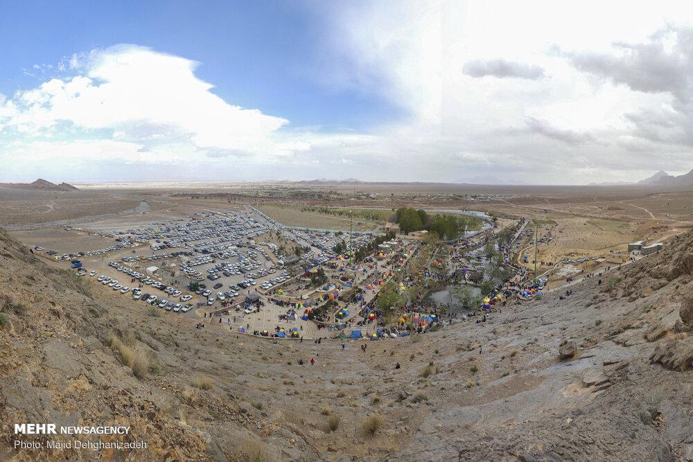 تصاویر سیزده بدر چشمه باستانی غربالبیز مهریز یزد