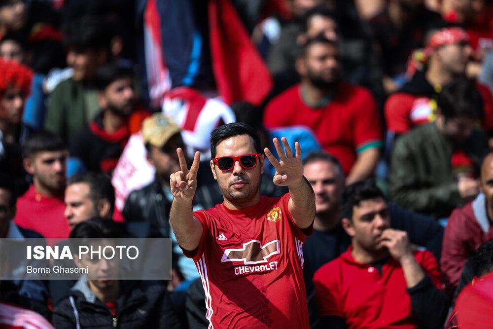 تصاویر دیدار تیم های فوتبال استقلال و پرسپولیس ۹۸