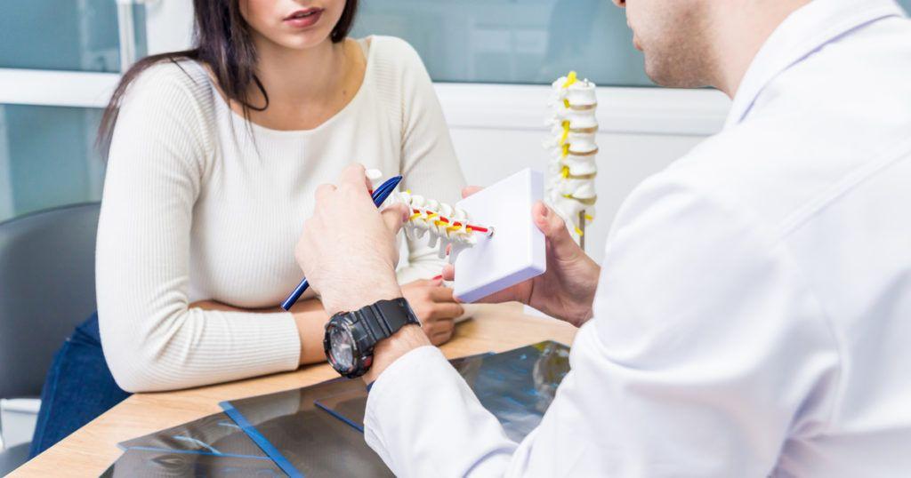 در چه صورتی باید به متخصص درد مراجعه کنم ؟