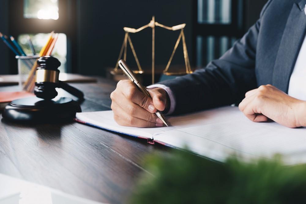 یک وکیل باید چه خصوصیاتی داشته باشد؟