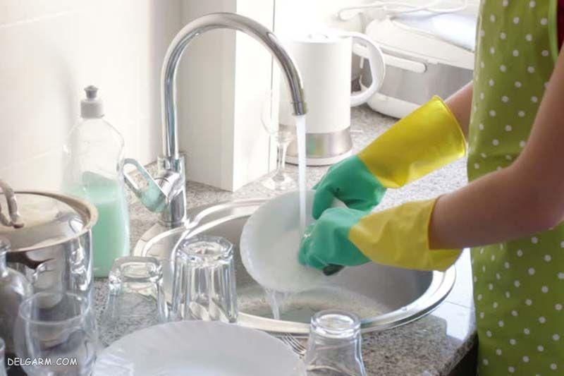 شستن ظرف با ماشین ظرفشویی و دست
