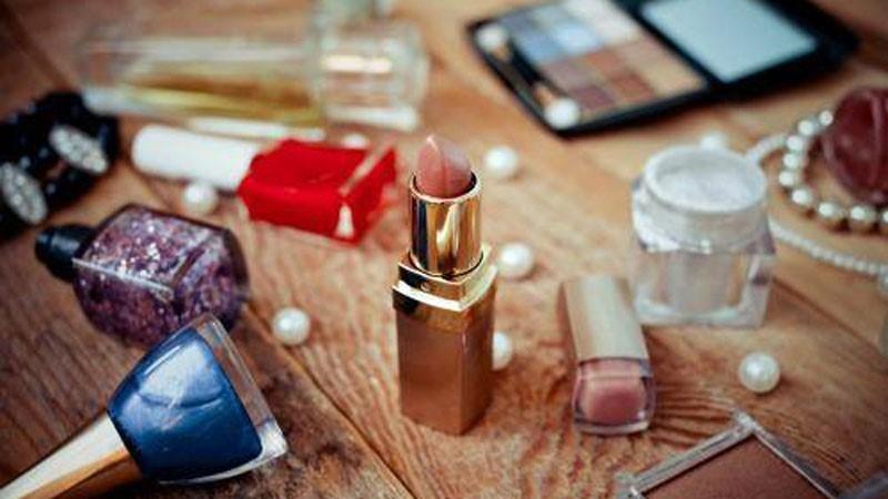 لوازم آرایش ضروری خود را در جمعه سیاه ، ارزان تر تهیه کنید!