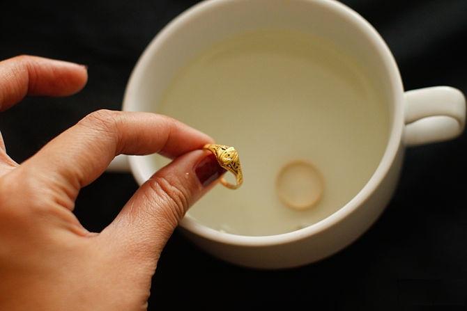 شستشو طلا با آب مقطر
