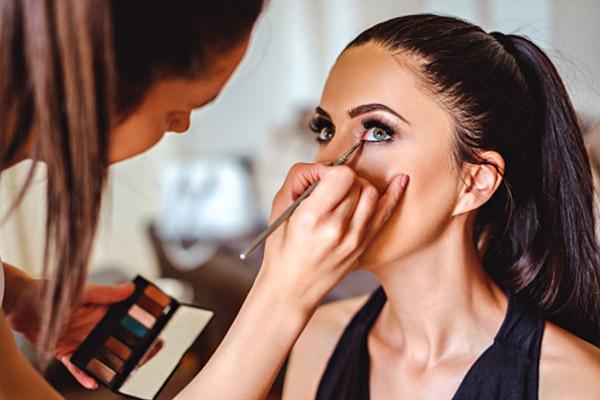 برای ورود به بازارکار آرایشگری به چه مهارت هایی نیاز داریم؟