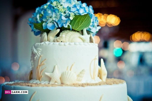 کیک نامزدی با تزیین گل