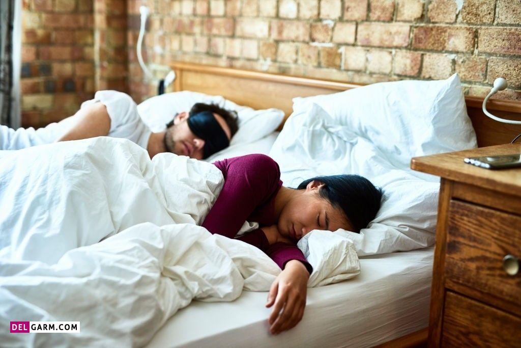 فواید خوابیدن کنار همسر