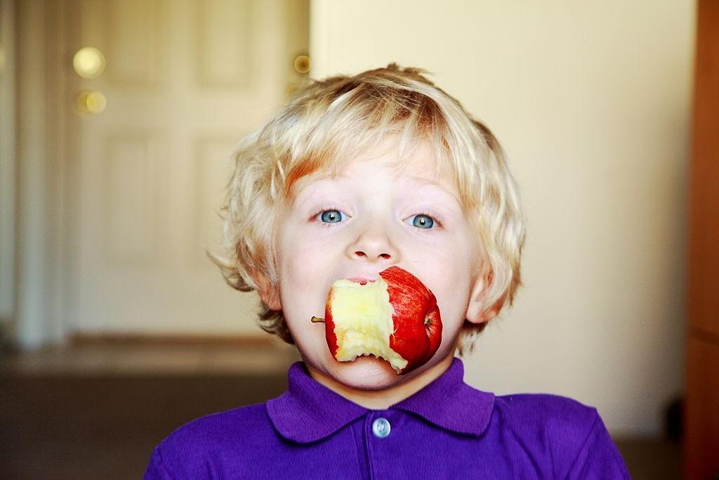فواید سیب برای بچه ها