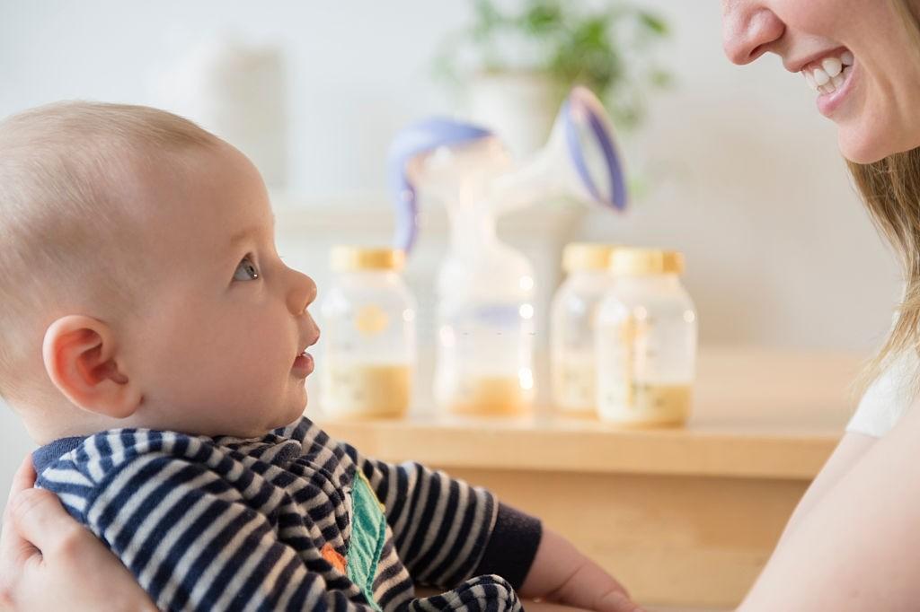 فواید شیر مادر