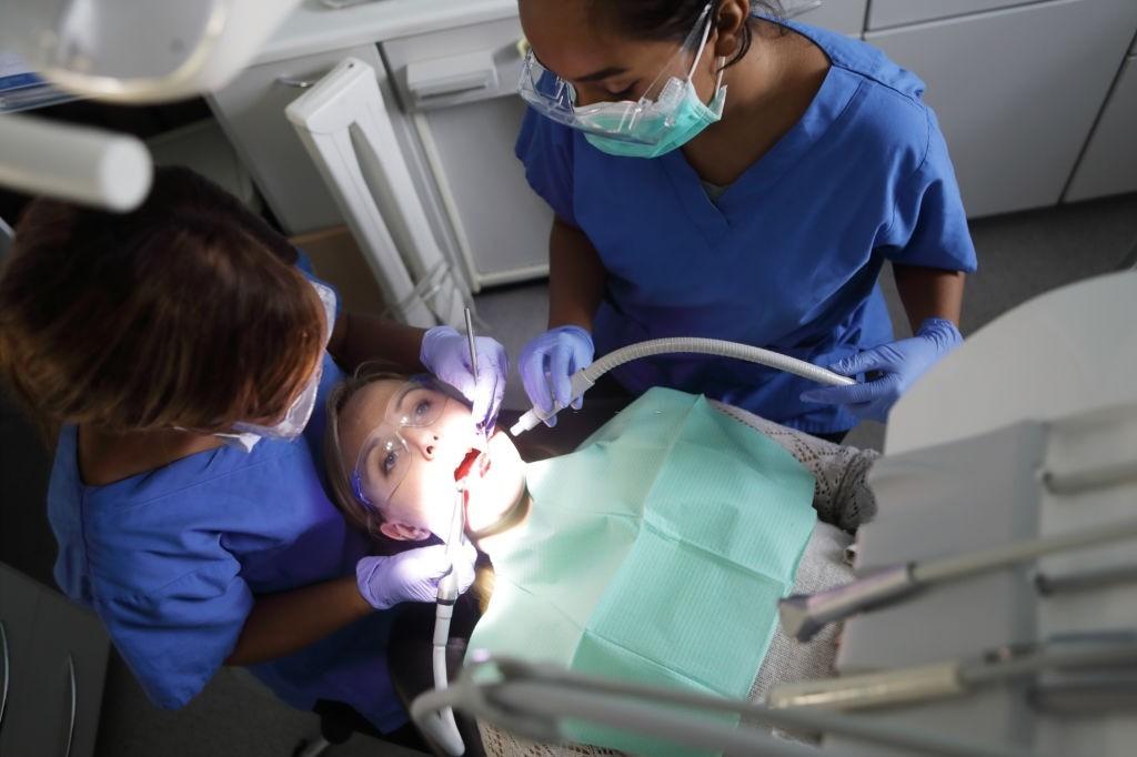 پست و کور دندان چیست؟