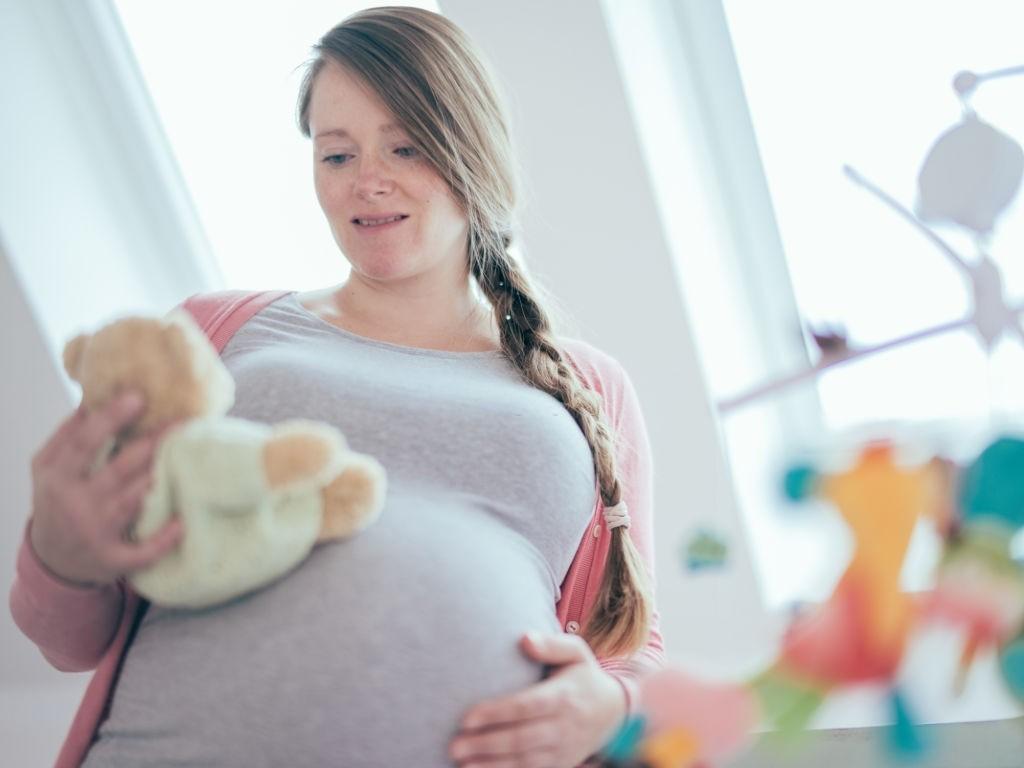 با جنین خود چه بگویم و از چند ماهگی باید با جنین حرف بزنیم