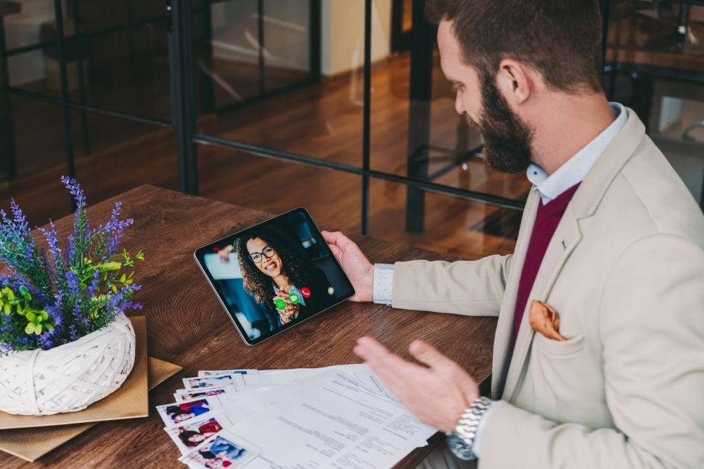 مصاحبه آنلاین و مزایای آن