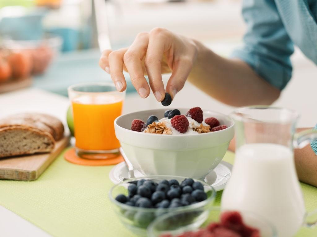 طرز تهیه اوتمیل صبحانه ای سالم و رژیمی