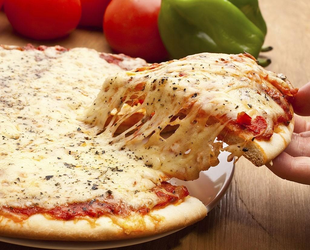 انواع پنیر پیتزاهای موجود در ایران و مقایسه آن ها