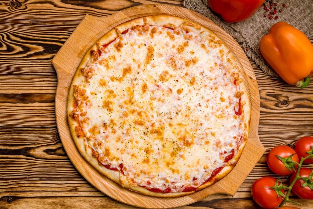 آشنایی با انواع پنیر پیتزا و ویژگیهای هر یک