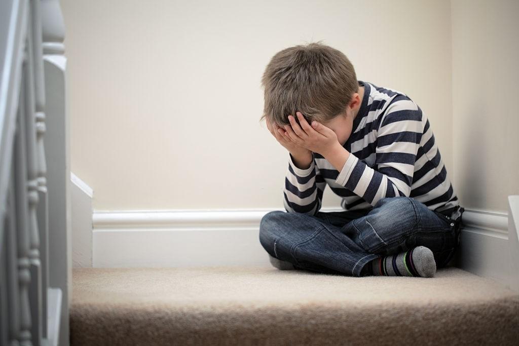علامت بچه ای که کمبود محبت داره