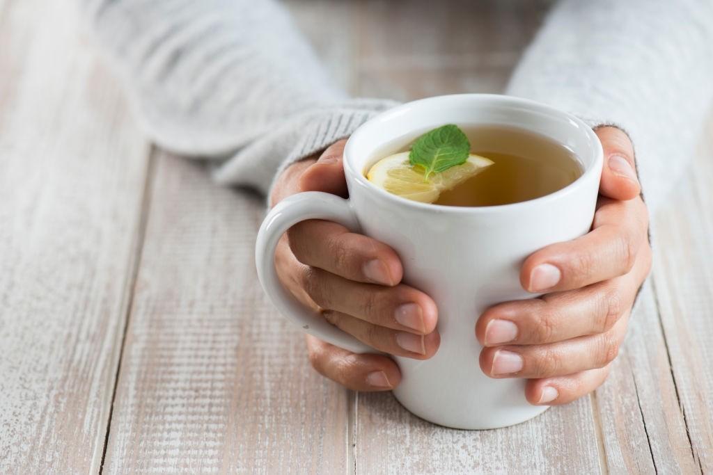 رفع سرفه با نوشیدنی لیمو و عسل