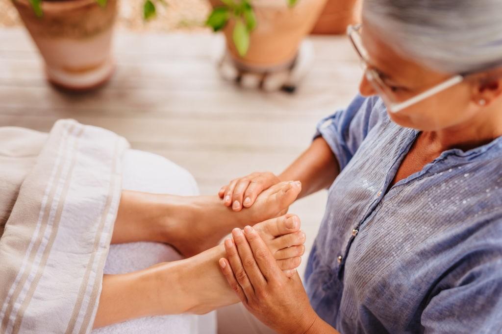 درمان لکه های تیره روی پا با طب مدرن