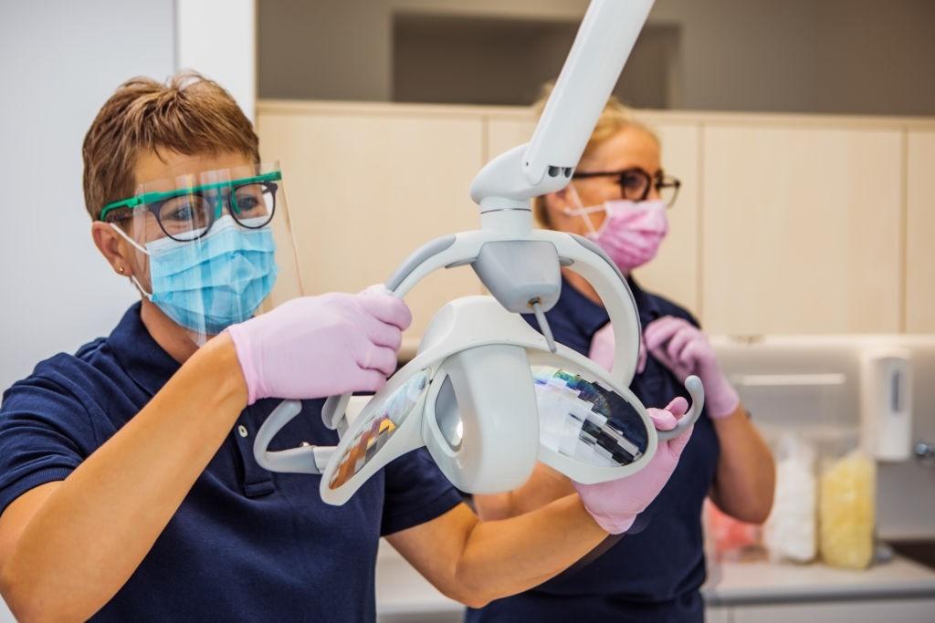 برای کنترل عفونت در دندانپزشکی چه اقداماتی باید انجام شود؟