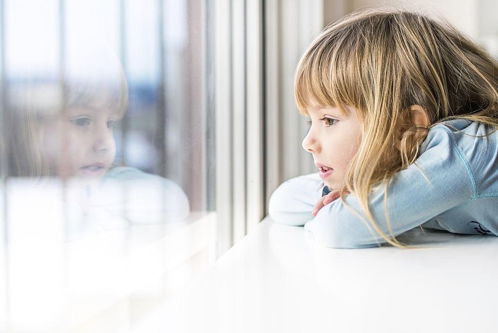 سکوت و کم حرفی کودکان نشانه چیست؟