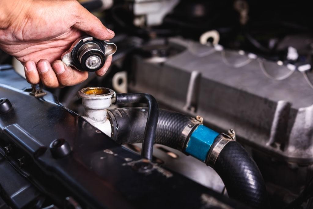 کم شدن آب رادیاتور خودرو چه دلایلی دارد؟